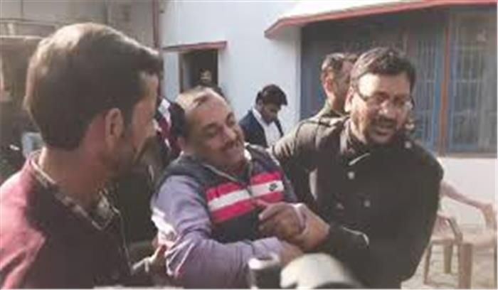 जहर पीकर जनता दरबार में पहुंचे ट्रांसपोर्टर की मौत, मुख्यमंत्री ने दिया जांच का आदेश