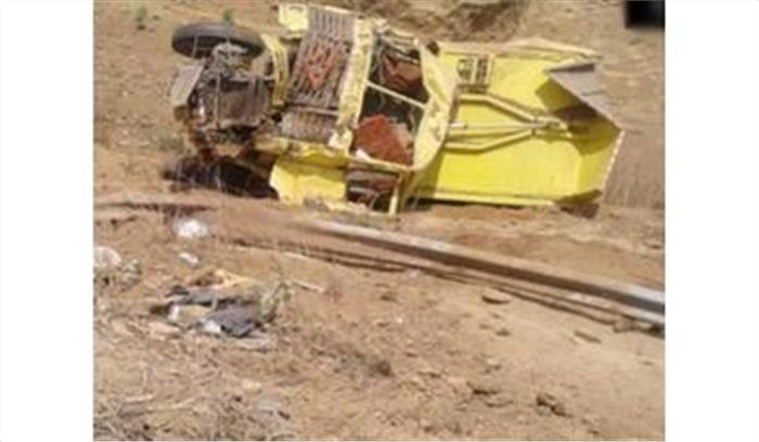 रेत से भरा ट्रक गिरा खाई में, चालक की मौके पर हुई मौत, पांच मजदूर गंभीर रूप से घायल