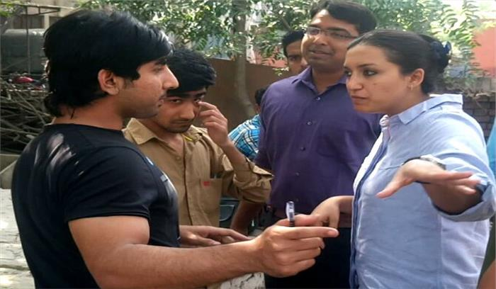 बरेली कॉलेज के बाहर खड़े मनचले ने महिला आईपीएस के मुंह पर फूंका सिगरेट का धुंआ और फिर हुआ वो
