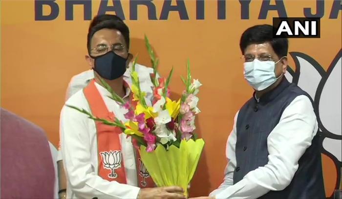 भाजपा में शामिल हुए जितिन प्रसाद , कांग्रेस आलाकमान से चल रहे थे नाराज ,प्रियंका - राहुल को झटका