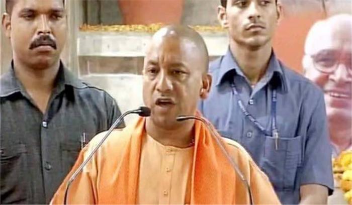 सीएम योगी ने गोरखपुर का किया दौरा, राहुल और अखिलेख पर साधा निशाना