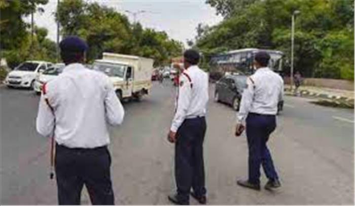 सुनो गौर से यूपी वालों .... अब वाहन चलाते समय फोन पर बात करने पर 10 हजार रुपये का जुर्माना , पढ़ें नया आदेश
