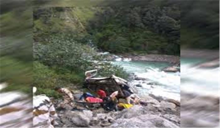 उत्तरकाशी जिले में गंगोत्री हाईवे पर हुआ बड़ा हादसा, टैंपों ट्रैवलर के खाई में गिरने से 9 लोगों की मौत