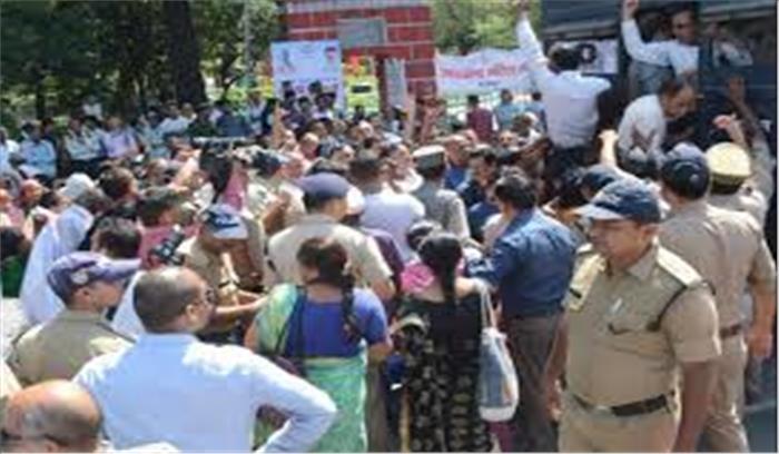स्थाई राजधानी की मांग को लेकर आंदोलनकारियों का सीएम आवास कूच की कोशिश नाकाम, 150 से ज्यादा हुए गिरफ्तार