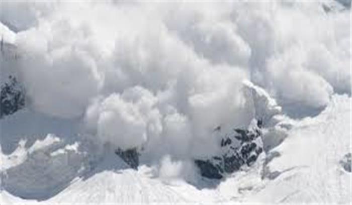 उत्तरकाशी में मौसम का कहर जारी, बर्फीले तूफान में 1 पोर्टर लापता, स्कूलों में हुई छुट्टियां