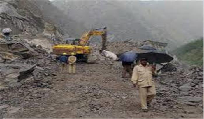 उत्तराखंड के कई इलाकों में भारी बारिश का कहर जारी, लामबगड़ में पहाड़ टूटने से बद्रीनाथ हाईवे बंद