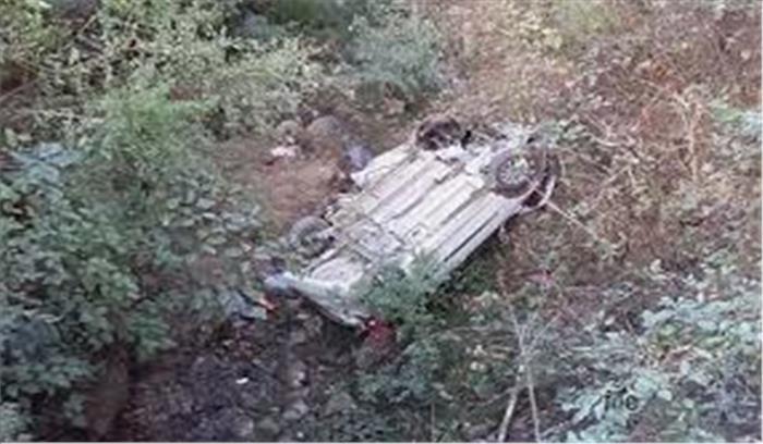 खटीमा से चंपावत जा रही बोलेरो गिरी खाई में, चालक ने कूदकर बचाई जान