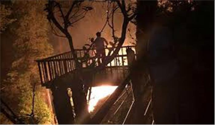 उत्तराखंड के जंगलों में लगी आग पौड़ी के स्कूल तक पहुंची, हालात बेकाबू, लोगों की परेशानियों में इजाफा