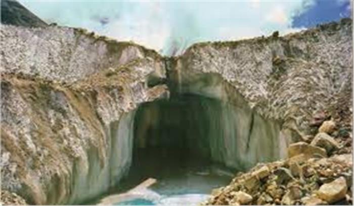 गोमुख में बनी झील और जमा मलबे पर हाईकोर्ट सख्त, कहा-हर 3 महीनों में रिपोर्ट देनी होगी