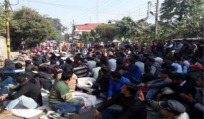 अतिथि शिक्षकों ने एक बार फिर सरकार के खिलाफ खोला मोर्चा, आंदोलन की दी चेतावनी