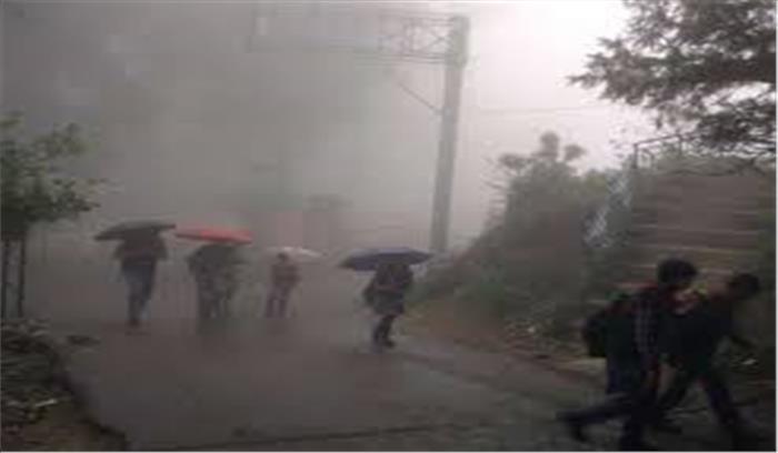 चमोली और मसूरी में हो रही भारी बारिश बनी मुसीबत, पहाड़ों से मलबा गिरने से यातायात ठप