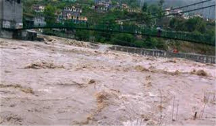 उत्तराखंड में भारी बारिश ने मचाई तबाही, कैलाश नदी के तेज बहाव में किसान बहा