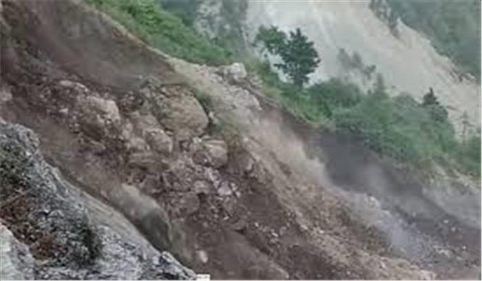 उत्तराखंड में हो रही बारिश बनी पहाड़ों के लिए खतरा, नैनीताल में हो रहा जबर्दस्त भूस्खलन