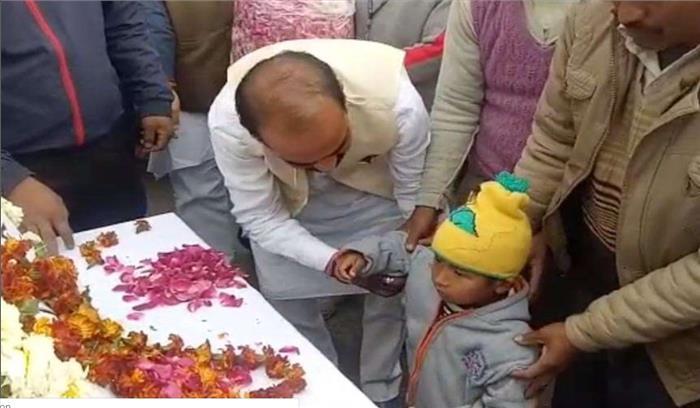 सर्वोच्च बलिदान देने वाले वीरेंद्र राणा के 3 वर्षीय बेटे ने पिता को दी मुखाग्नि, अंतिम विदाई में हजारों की संख्या में जनसैलाब उमड़ा