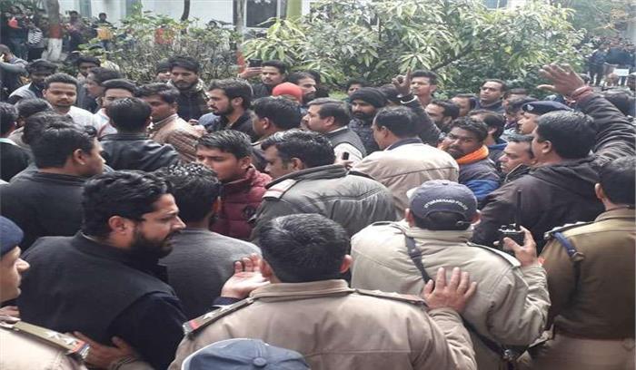 पुलवामा हमले के बाद देहरादून के आईटी पार्क में हंगामा करते 22 छात्रों को पुलिस ने किया गिरफ्तार