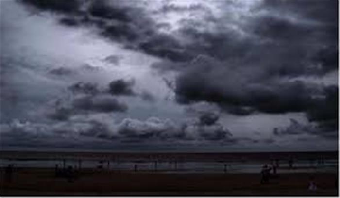 आने वाले 48 घंटे हो सकती है आफत की बारिश, भूस्खलन ने रोकी भक्तों की राह
