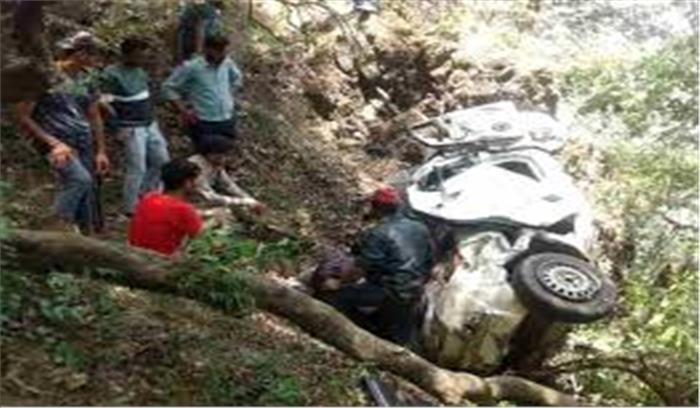 मसूरी कैंपटी रोड पर अनियंत्रित कार खाई में गिरी , 4 पर्यटकों की मौत, 5 गंभीर रूप से घायल