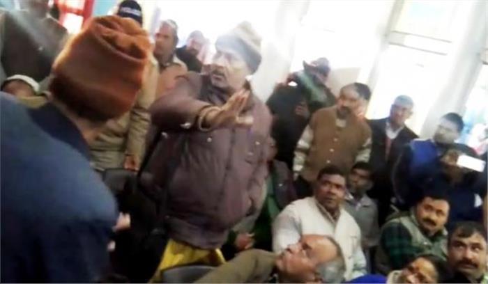 प्रकाश पंत की प्रेस कॉंफ्रेंस में पहुंचे लोगों ने किया हंगामा, भाजपा कार्यकर्ताओं के साथ जमकर हुई तू तू- मैं मैं