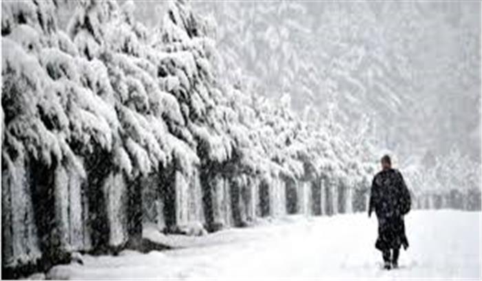 उत्तराखंड के पहाड़ी इलाकों में बर्फ की चादर , मैदानों में बारिश से बढ़ी ठिठुरन, अगले 24 घंटे का अलर्ट