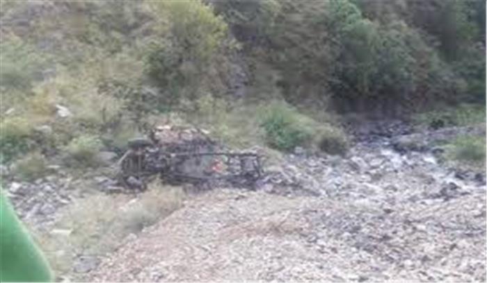 जौनसार बावर क्षेत्र में हुआ सड़क हादसा, यूटिलिटी वैन के गहरी खाई में गिरने से 2 की मौत 2 घायल