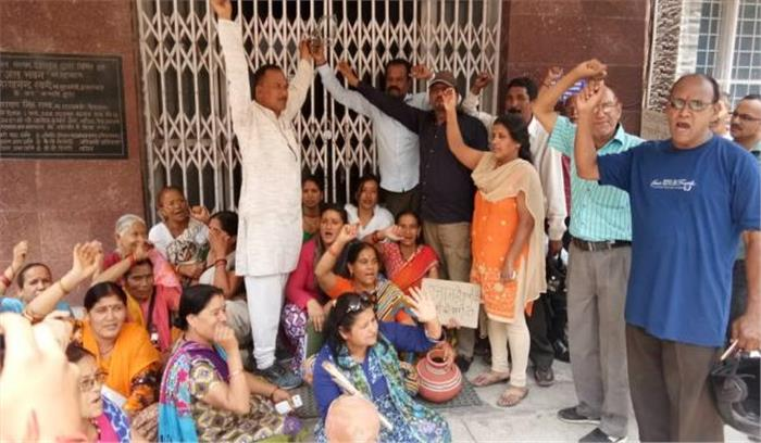 नैनीताल पेयजल समस्या के खिलाफ महिलाओं का हल्लाबोल, भारी बारिश भी प्यास बुझाने में नाकाम