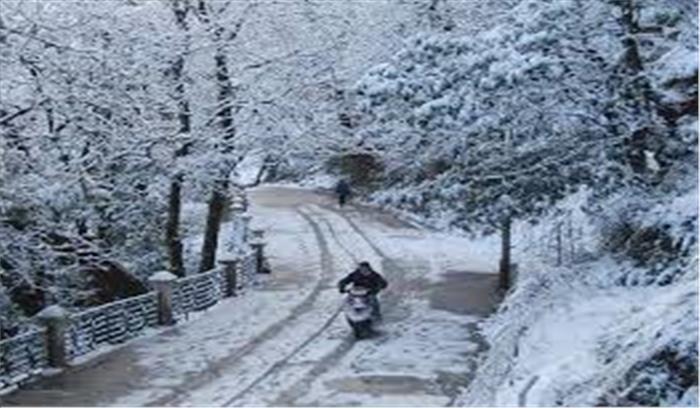 उत्तराखंड में मौसम ने ली करवट, तेज बारिश और हवाओं ने बढ़ाई ठंड