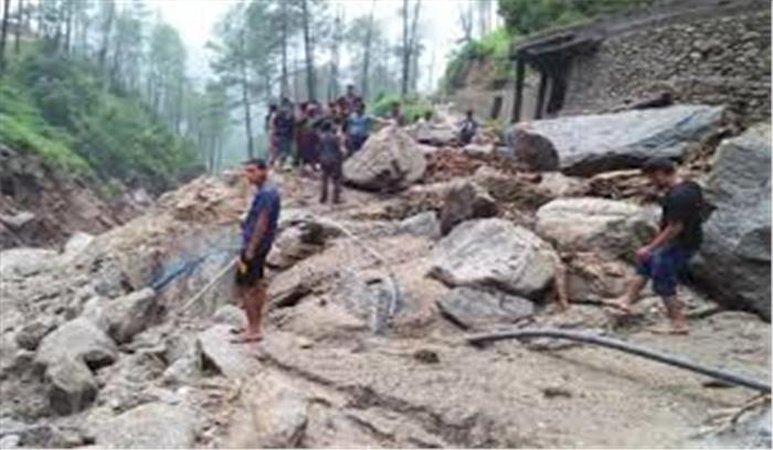रुद्रप्रयाग में बादल फटने से गांव के घरों में घुसा मलबा , तबाही का मंजर देख लोग दहशत में