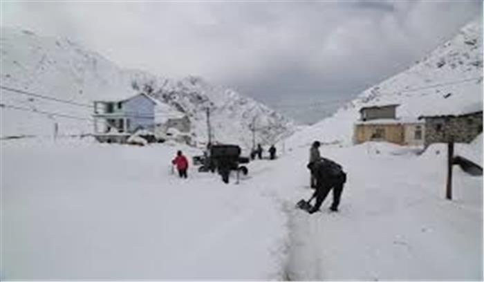 उत्तराखंड में मौसम ने लिया यू टर्न, केदारनाथ और बद्रीनाथ में भारी बर्फबारी, मैदानी इलाकों में बड़ी ठिठुरन