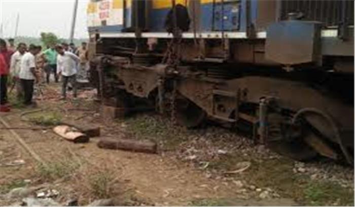 उत्तरप्रदेश में एक और बड़ा रेल हादसा टला, सियालदह एक्सप्रेस का इंजन हुआ बेपटरी, कोई हताहत नहीं