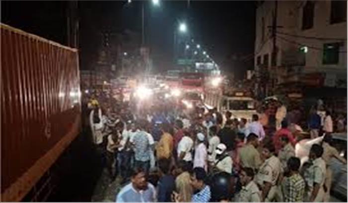 मेरठ-दिल्ली रोड पर हुआ भीषण हादसा, 4 लोगों की मौत, 20 से ज्यादा घायल