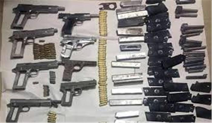 मेरठ के जंगलों में पुलिस ने पकड़ी सबसे बड़ी तमंचा फैक्ट्री, हथियारों को देखकर पुलिस वाले भी हैरान, 5 लोग गिरफ्तार