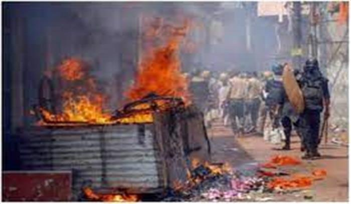बंगाल चुनाव का चौथा चरण - मतदान के बीच कई जगह TMC - BJP कार्यकर्ताओं में हिंसा , लॉकेट चटर्जी की कार पर पथराव